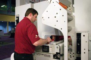 Mark Andy 2200 е еталонът в печатното оборудване. Отличава се с управление на опъна на медията, самонастройващи се касети и сушене и изпичане.
