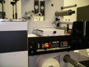 Mark Andy 830 a fost construit ca o presă flexografică de conversie web cu valoare adăugată pentru imprimarea autoadezivă a etichetelor.